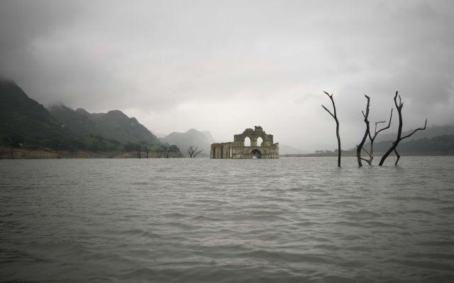 Aparece iglesia por la sequía en Chiapas - Foto de AP