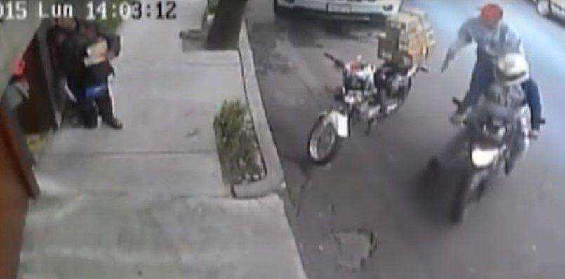 Video: motociclistas despojan a un hombre de 200 mil pesos en segundos - Foto de YouTube