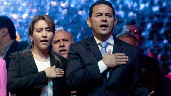 Celebra Jimmy Morales victoria en Guatemala - Foto de @CP24