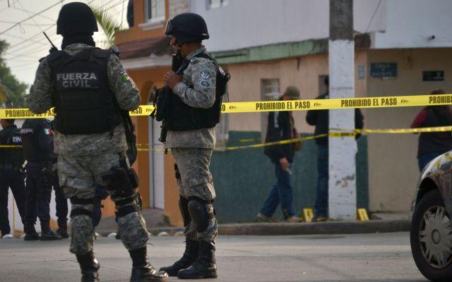 Matan a policía frente a su hija en Veracruz - Agentes acordonan la zona del crimen - Foto de e-veracruz.mx