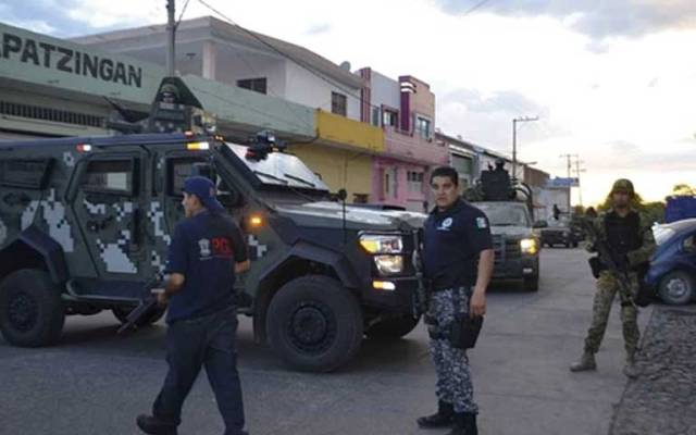 Policías habrían ejecutado a civiles en Apatzingán y Tanhuato: HRW - Foto de EPA