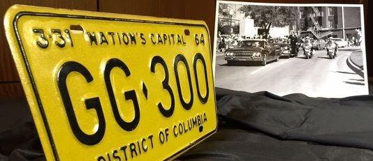 Subastan placas de auto en que viajaba JFK al ser asesinado