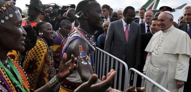 Kenia recibe al papa Francisco con cantos