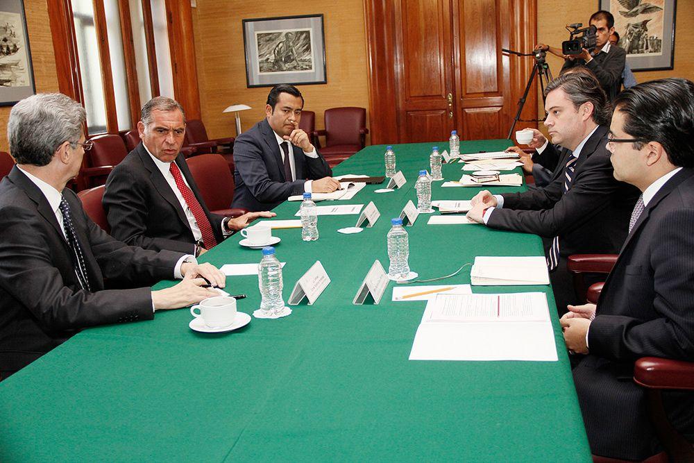 Reunión de Aurelio Nuño y Gabino Cué. Foto de SEP
