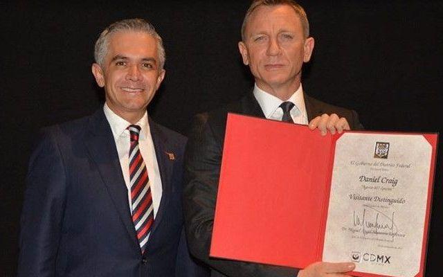 Reconocen a Daniel Craig como visitante distinguido - Foto de ManceraMiguelMx