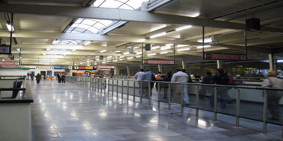 Muere hombre por infarto en Metro Pantitlán