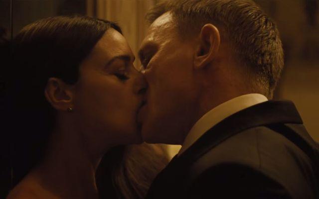 Censuran escenas de James Bond en la India