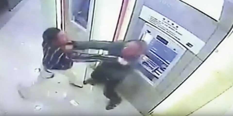 Video: hombre golpea a sujeto que lo intenta asaltar - Foto de RT