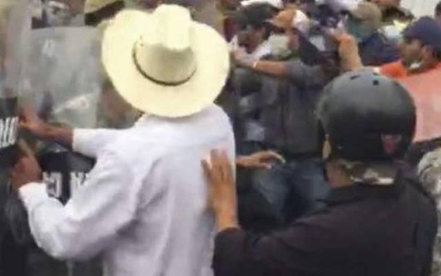 CNTE y policías se enfrentan en Veracruz - Foto de Quadratín