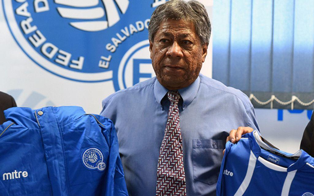 Ramón Maradiaga, director técnico de El Salvador. Foto de tiempo.hn