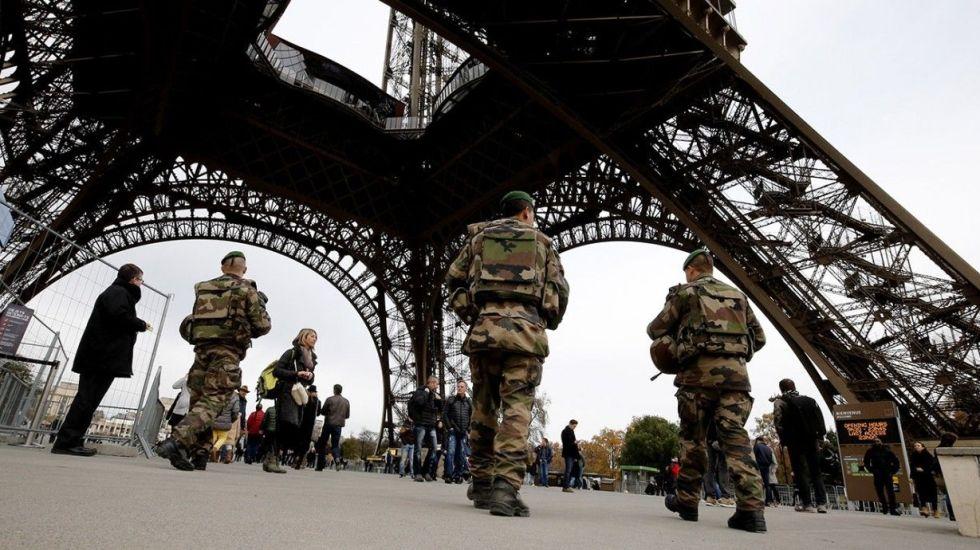 Francia contempla retirar nacionalidad a terroristas