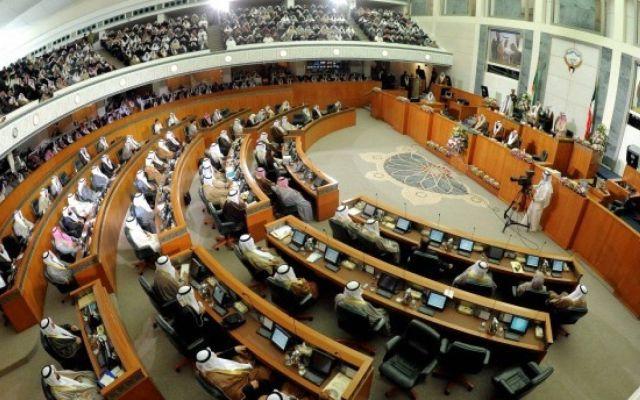 Legislador kuwaití fallece en sesión parlamentaria
