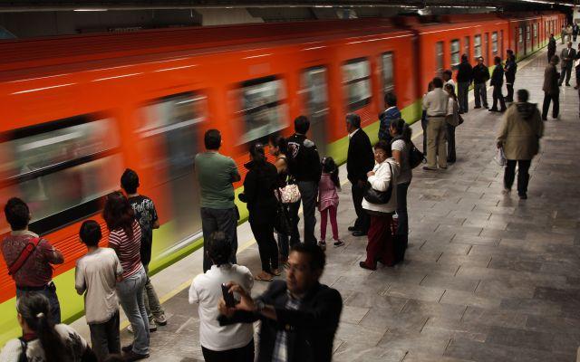 Metro de la Línea 12 arrolla a usuario - metro