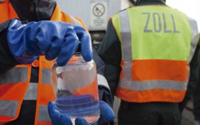 Destruyen casi 25 mil litros de tequila apócrifo en Hamburgo - Foto de DPA
