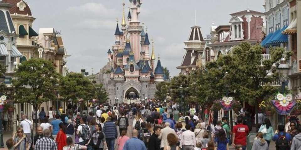 Detienen a sospechosa de planear ataque en Disneyland París - Foto de FOX