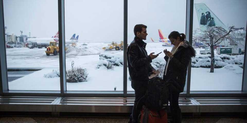 Cancelan vuelos en este de EE.UU. por tormenta de nieve - Foto de News.mic