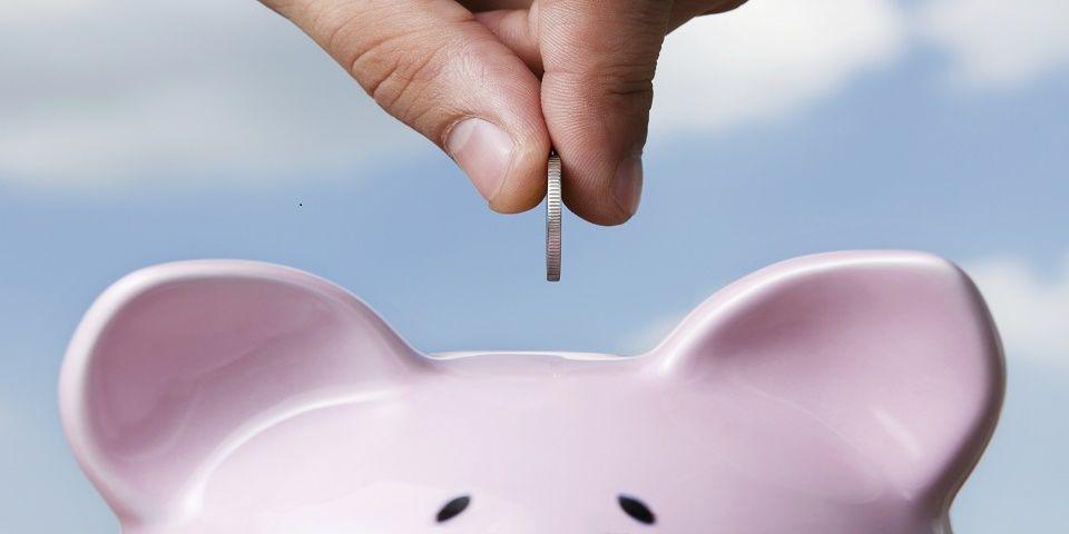 Crédito escolar y deudas complican el ahorro para los millennials - Foto de archivo