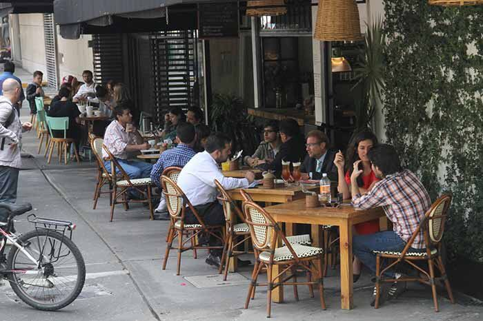 Restauranteros apoyarán a damnificados por sismo - Se han presentado robos a mano armada en los restaurantes. Foto de Adolfo Zapata.