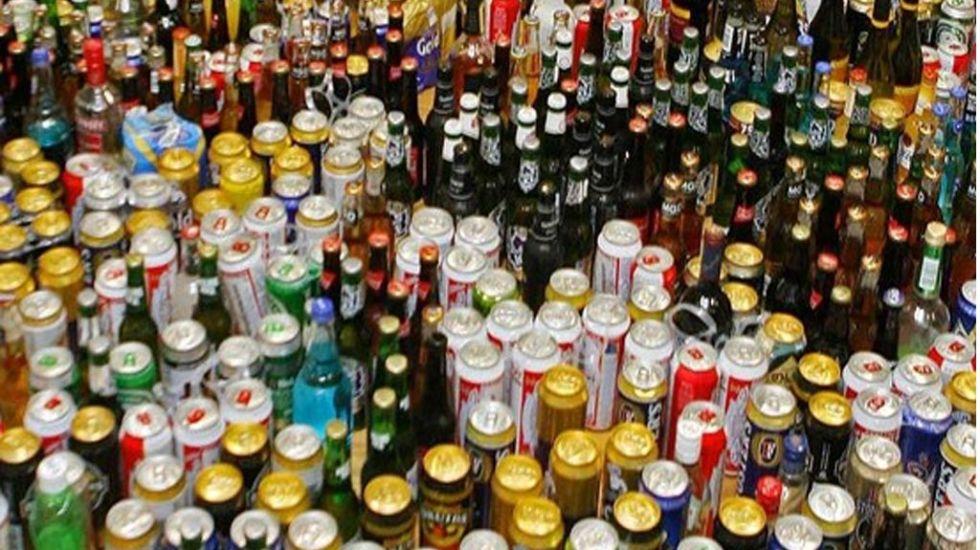 Hombre muere tras ingerir grandes cantidades de alcohol en Coahuila - Foto de Periódico Correo