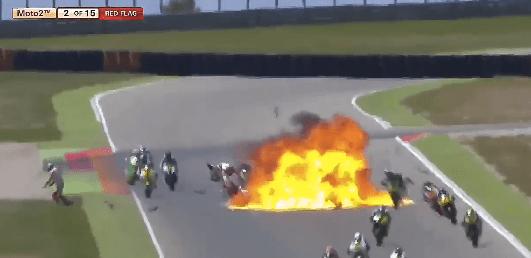 Aparatoso accidente en carrera de motos
