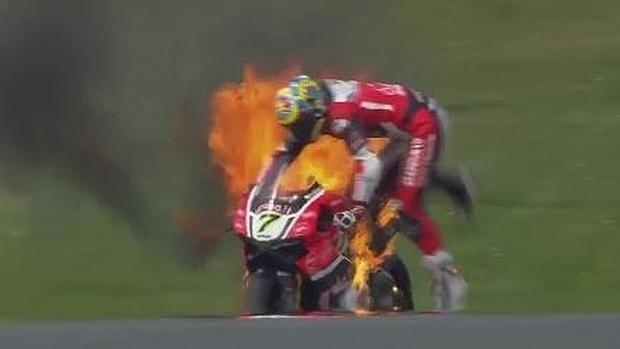 Video: moto se incendia durante práctica - Foto de ABC