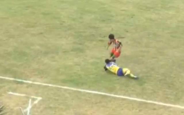 Video: futbolista muere tras rodillazo a la cabeza - Foto de Internet