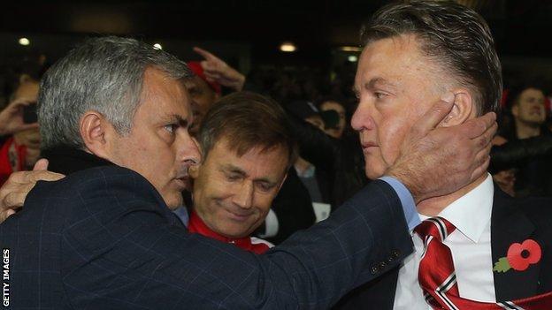 José Mourinho y Louis van Gaal. Foto de Getty