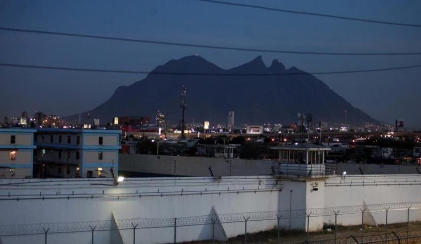Trasladan a reclusos grabados en Cereso de Apodaca al penal de Topo Chico - Foto de Posta