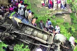 Al menos 30 muertos en accidente de autobús en India