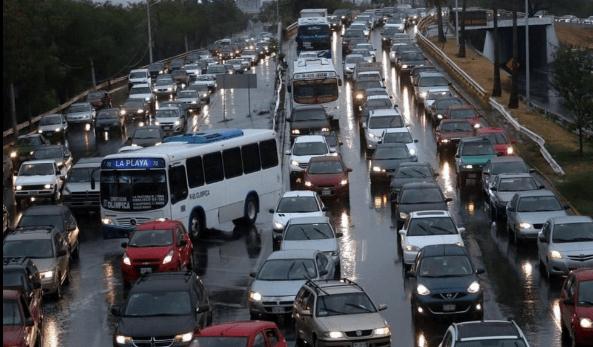 Lluvias en Monterrey dejan al menos 17 heridos