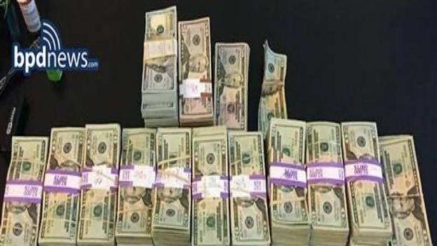 México preparado para reforma fiscal en EE.UU. - Estos fueron los fajos de dinero que olvidó dentro de una bolsa. Foto de AP