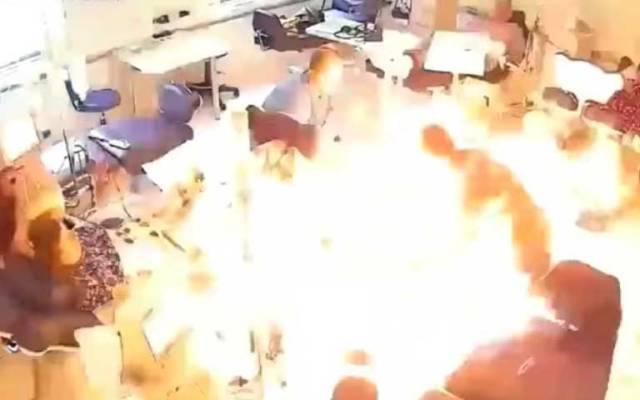 Video: hombre prende fuego a paciente y mata a dos en hospital de Albania - Foto de YouTube