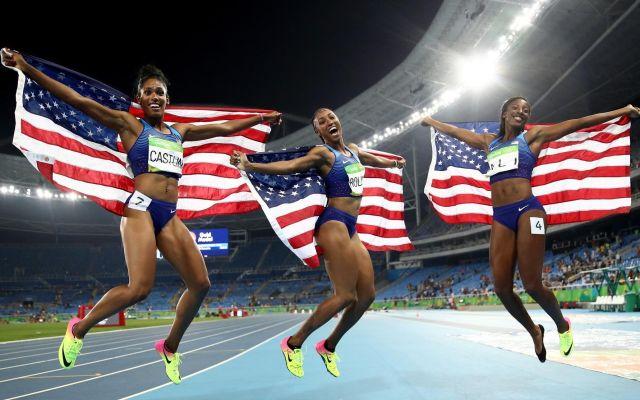 Video: Estados Unidos logra el 1-2-3 en 100 metros con vallas por primera vez