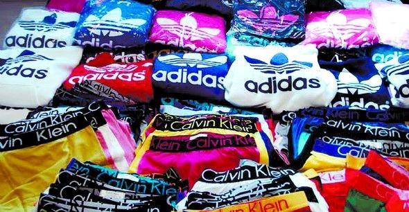Decomisan 3.5 toneladas de ropa falsificada en Tepito - Foto de Internet