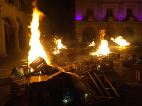 Policía Estatal desaloja del Zócalo de Oaxaca a la CNTE