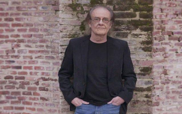 Luis Eduardo Aute cumple 73 años de edad internado en hospital