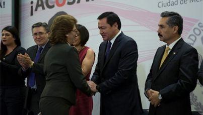 Osorio Chong anuncia protocolo contra hostigamiento y acoso laboral - Foto de Notimex