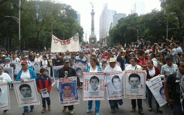 Marcha a 2 años de la desaparición de los normalistas - Foto deFoto de Twitter Twitter