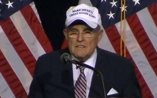Seguidores de Trump lucen gorra con frase sobre México - El exalcalde de Nueva York. Foto de CNN