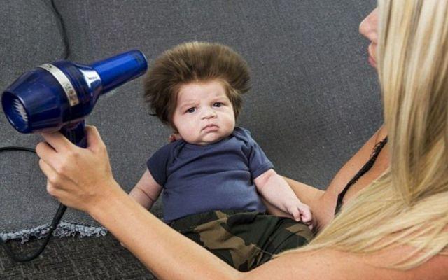 Bebé con mucho cabello se vuelve viral en redes