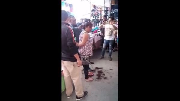 Video: cortan cabello a presunta ladrona en tianguis de León - Foto de internet.