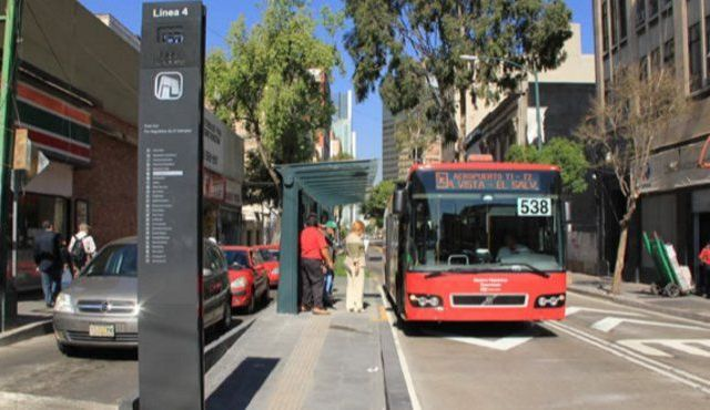 Desvían ruta de Línea 4 del Metrobús por manifestantes