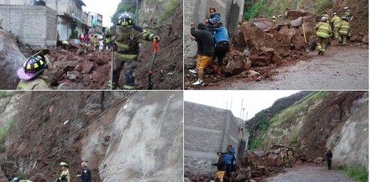 Desgaje de cerro daña dos casas en Iztapalapa - Foto de Twitter