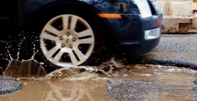 Ciudad de México pagará en 10 días daños por bache