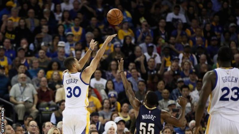 Stephen Curry bate récord de triples en victoria de Golden State