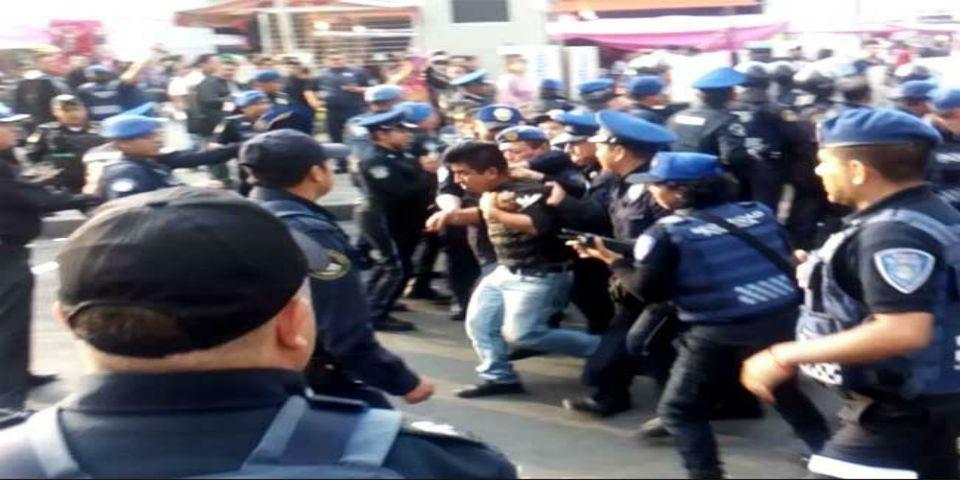 Video: enfrentamiento entre policías y vendedores en Metro Pantitlán - Foto de Excélsior