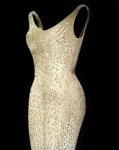 """El vestido con el que Marilyn Monroe cantó """"Happy Birthday"""" al expresidente John. F. Kennedy. Foto de AP"""