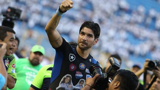 """""""Loco"""" Abreu llega a su equipo número 23"""