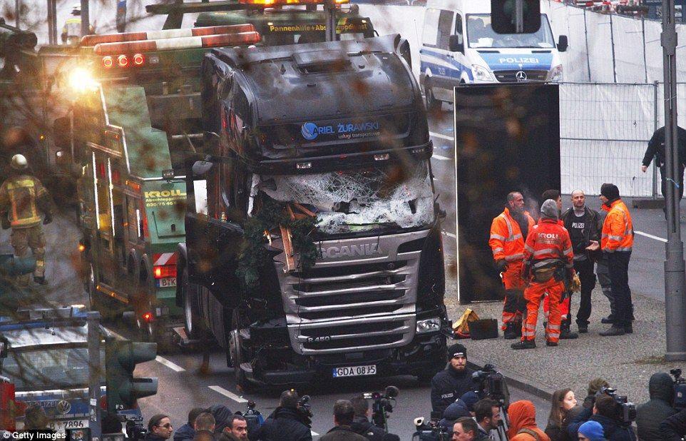 Detienen a tres cómplices del ataque al mercado navideño en Berlín
