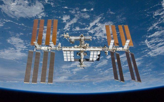 Astronautas llegan a Estación Espacial Internacional